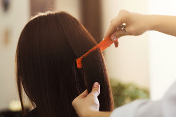Jakie grzebienie fryzjerskie zakupić do salonu?